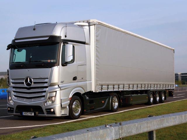 Mercedes F1 truck with hydraroll floor system